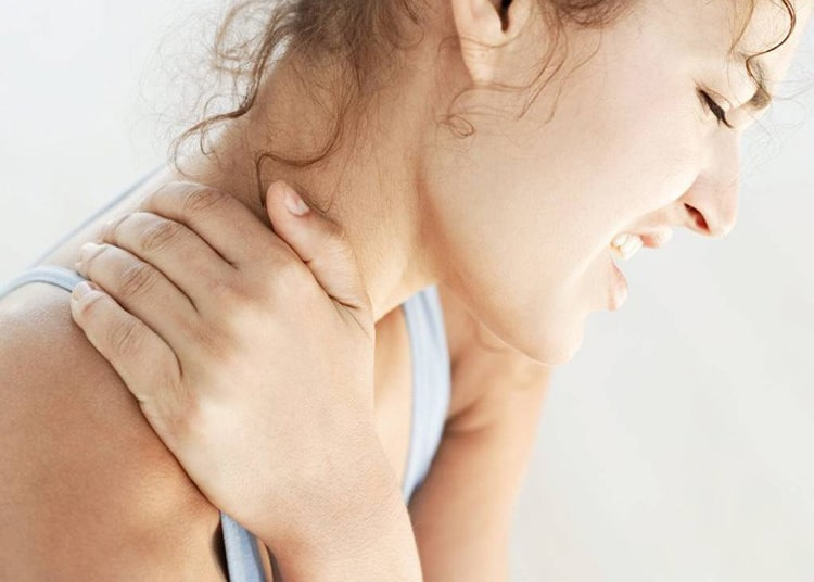 صدا دادن مهره و مفصل گردن هنگام چرخاندن ناشی از آرتروز و خشکی گردن
