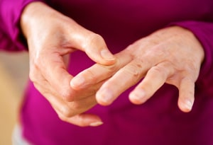 علت و دلایل بیماری روماتیسم مفصلی