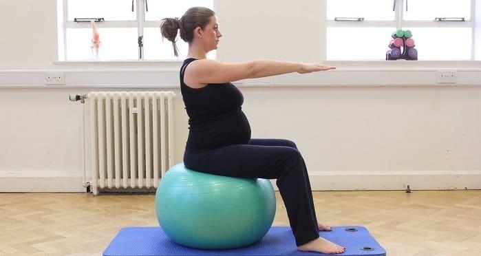 ورزش و فیزیوتراپی برای درمان کمر درد در دوران بارداری